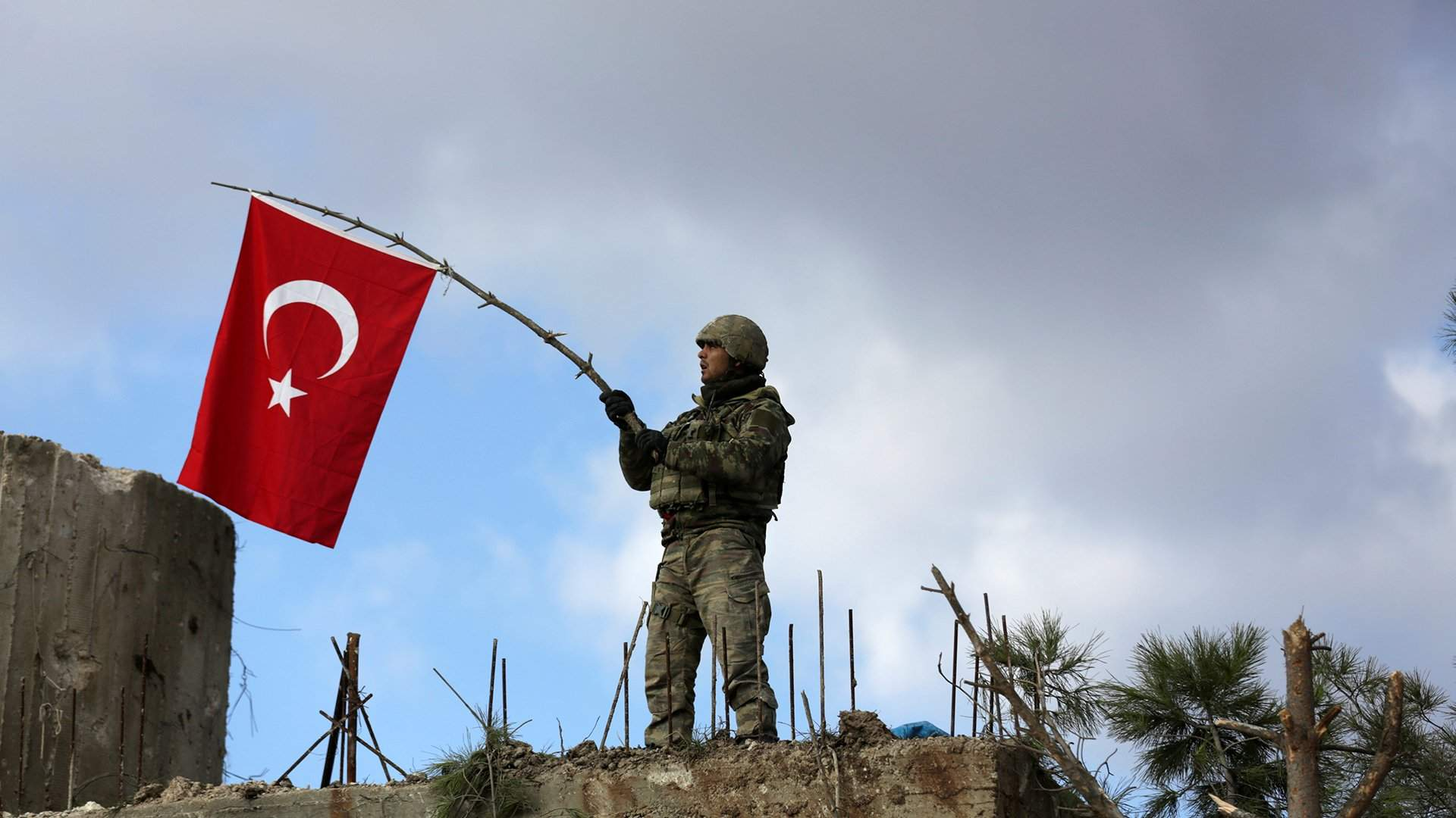 Генштаб Турции объявил обударе поколонне террористов вАфрине