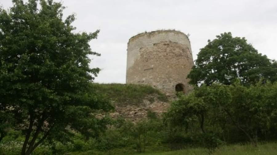 При реставрации Изборской крепости исчезло 100 млн рублей