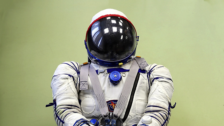 Экипаж корабля «Федерация» получит универсальные скафандры «Сокол-М»