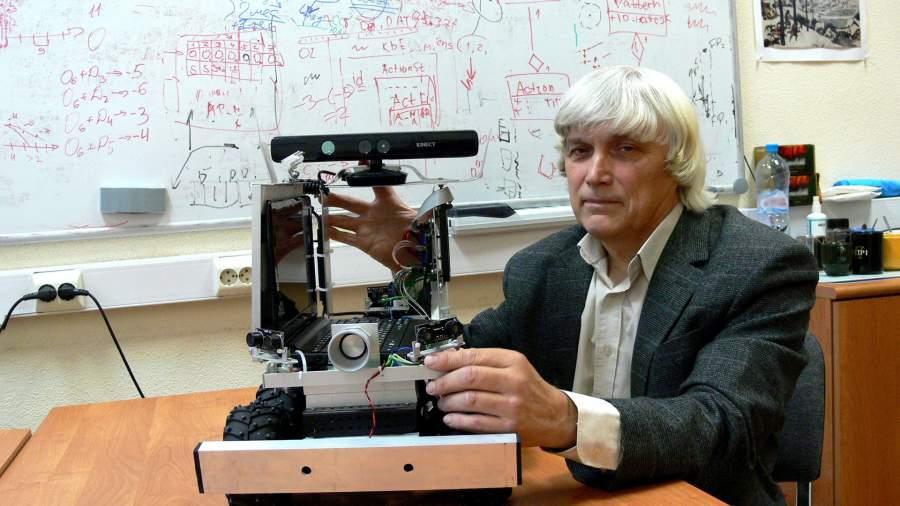 Алгоритм познания: в России создан самообучающийся робот