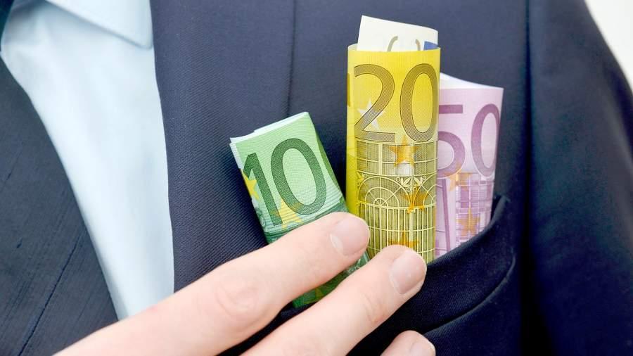 Обход платы: к чему привело введение безусловного базового дохода