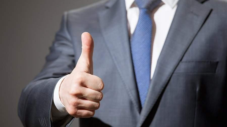 Минтруд рекомендует хвалить чиновников с помощью грамот и почетных значков, а не дене