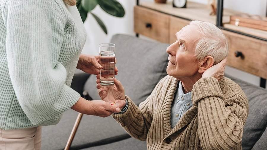 Приемный дед: Минтруд предложил устраивать одиноких стариков в семьи |  Статьи | Известия