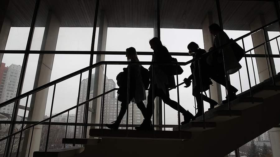 Внебюджетные места: в РФ начинают копить на вузы, отдав детей в школу