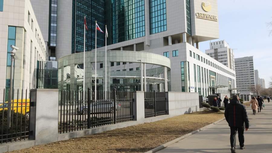 К рублю большое плавание: Сбербанк резко сократил долю валюты в бизнесе