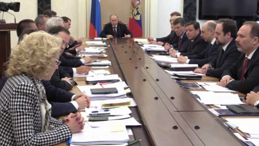 Путин поручил премьеру разобраться с госзакупками ведомств