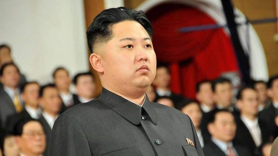 Ким Чен Ынпочтил память деда вместе ссоздателями ракеты