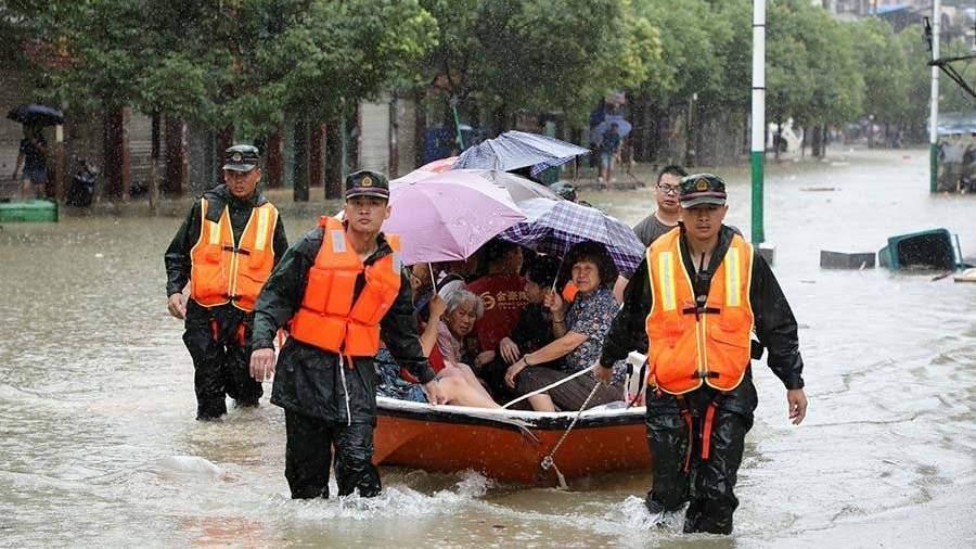 Взоне бедствия 12 млн человек— Наводнение в«Поднебесной»