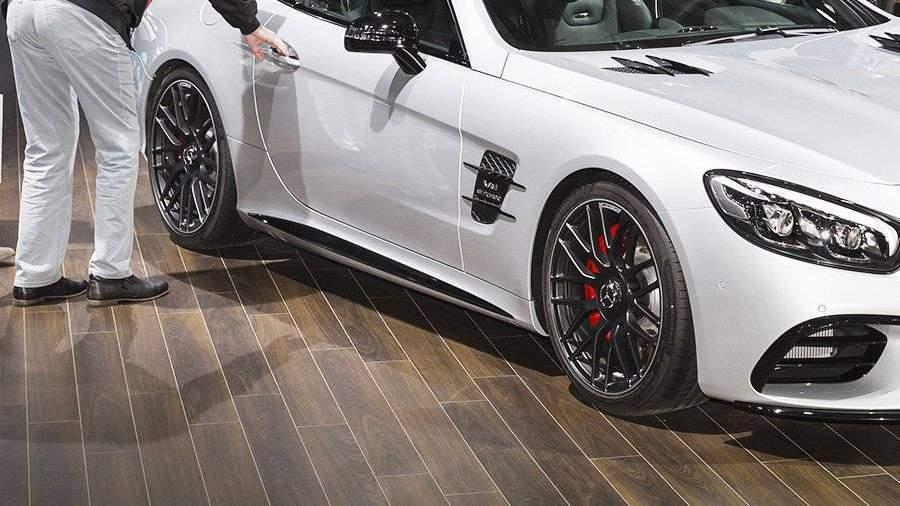 Mercedes стоимостью 12 млн руб. похитили убезработной москвички