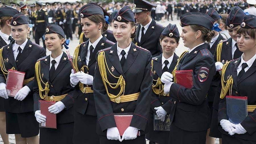 Колокольцев вручил дипломы выпускникам Московского университета МВД Российской Федерации имени Кикотя