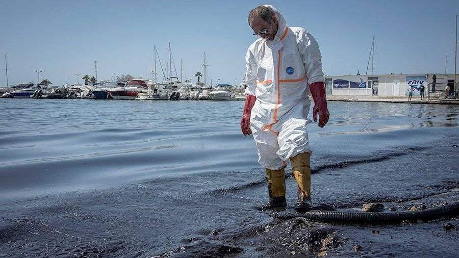 Пляжи Афин закрыты из-за разлива нефти