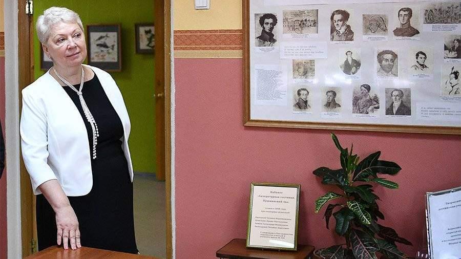 Васильева считает целесообразным изучать вшколах один заграничный язык