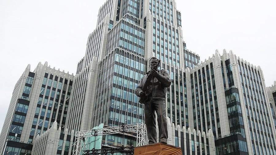 Интернет подвел: Мединский неглядя утвердил проект монумента сосхемой германской винтовки