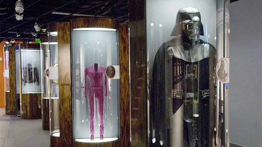 Дизайнер костюма Дарта Вейдера скончался на87-м году жизни