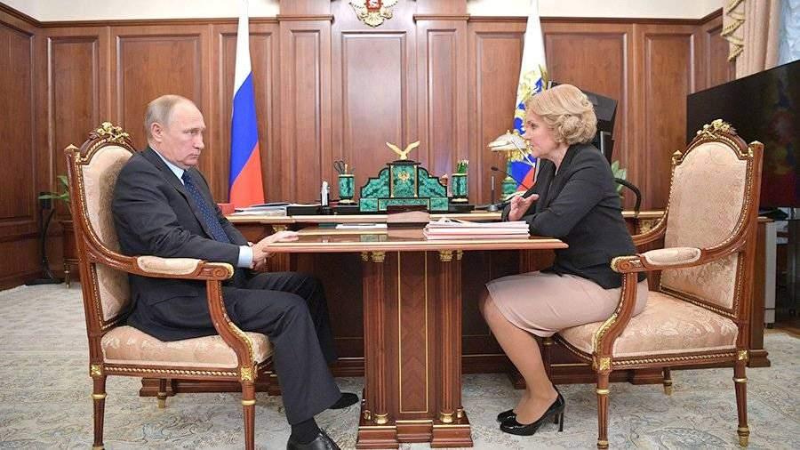 Путин назвал хорошим процессом двукратное сокращение сирот вРФ