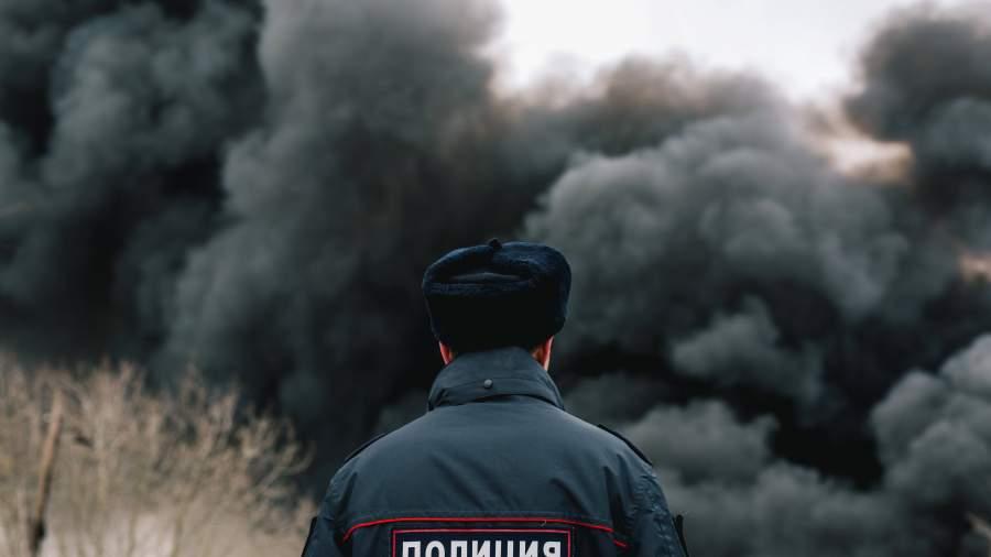 Уральский полицейский спас изогня семью счетырьмя детьми
