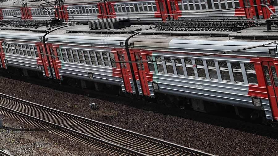Неизвестные закидали камнями 5 поездов в российской столице