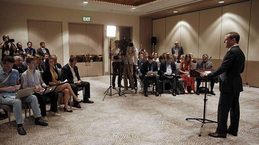 Отношения США иРФ деградируют день ото дня— Д. Медведев