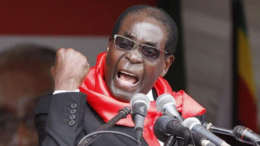 Президента Зимбабве Мугабе сократили споста руководителя правящей партии