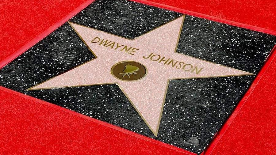 Открыта звезда Дуэйна Джонсона наАллее славы вГолливуде