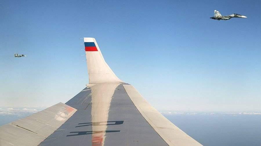 Появились кадры сопровождения В.Путина истребителями изСАР вЕгипет