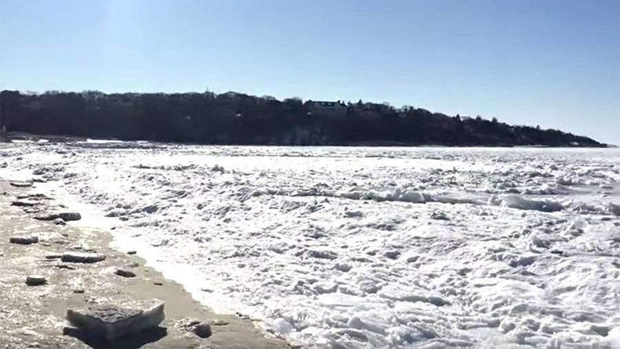 Житель Массачусетса снял навидео «замерзший» океан