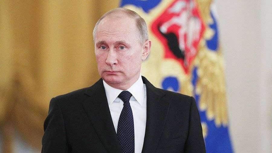 Путин поведал, что неразмышляет освоем месте настраницах истории