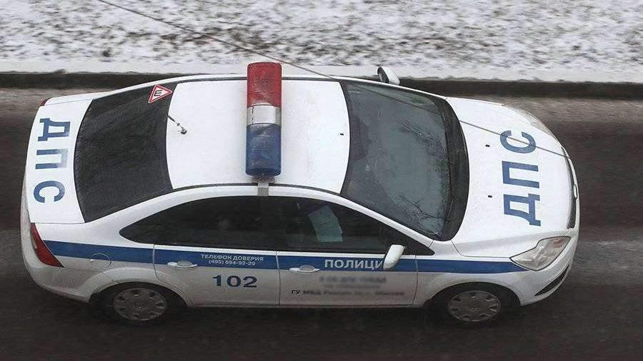 ВПетербурге иностранная машина  врезалась встолб, пытаясь исчезнуть  от милиции