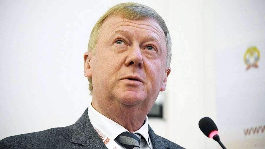 Активист «Другой России» бросил листовки влицо Чубайсу наГайдаровском консилиуме