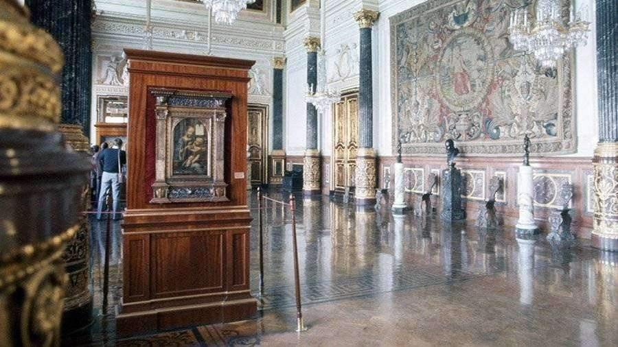 Эрмитаж продемонстрировал два шедевра Леонардо даВинчи вновых витринах