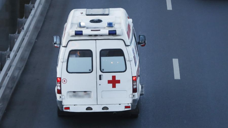 Гражданин  Петербурга избил 15-летнего подростка, попавшего снежком вего иномарку