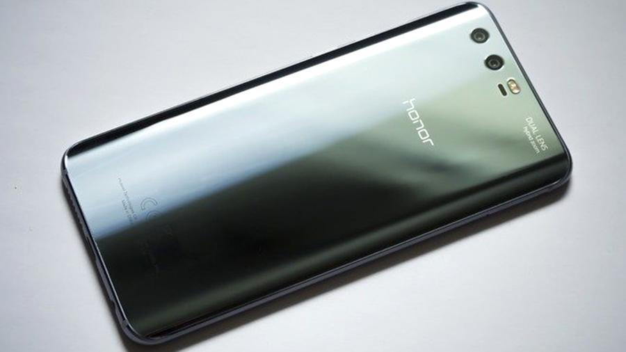 ed61d7cdf6455 Пользователи Рунета назвали лучший смартфон 2017 года | Новости | Известия  | 02.02.2018