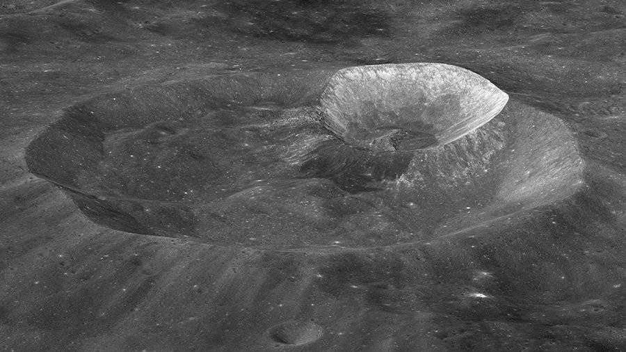 Ученые из РФ измерят температуру грунта на Южном полюсе Луны