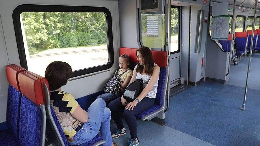 Девушки в юбках в поезде метро видео — photo 6