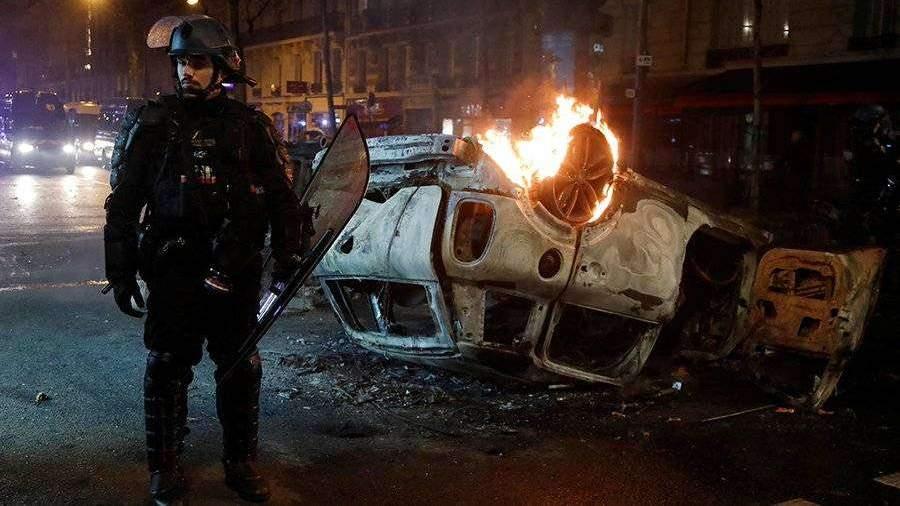 Не менее трех человек погибло во время беспорядков во Франции