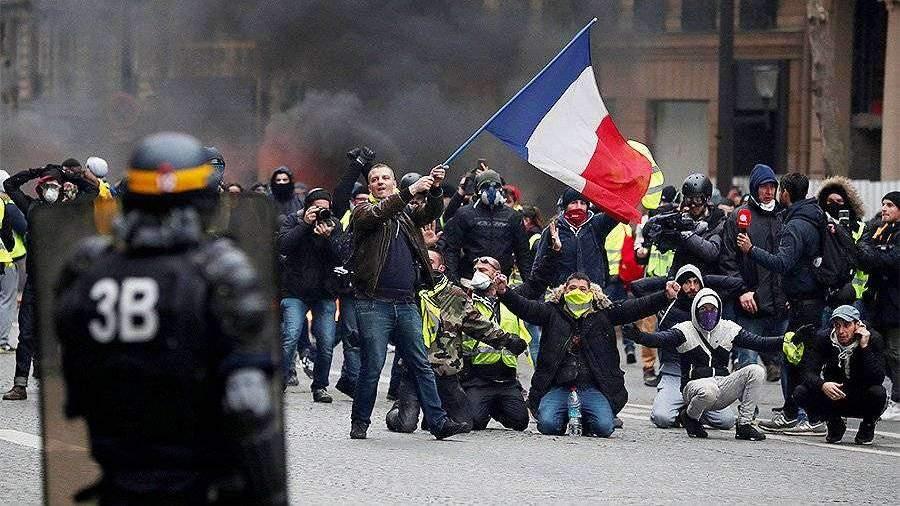 Лидер «Непокорившейся Франции» заявил о продолжении протестов