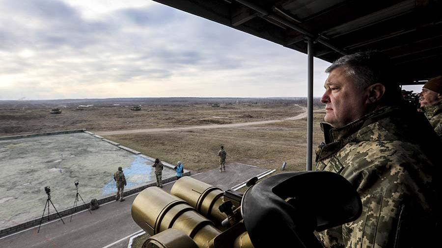 Порошенко сфотографировался с солдатом, носящим эмблему дивизии СС   Новости   Известия
