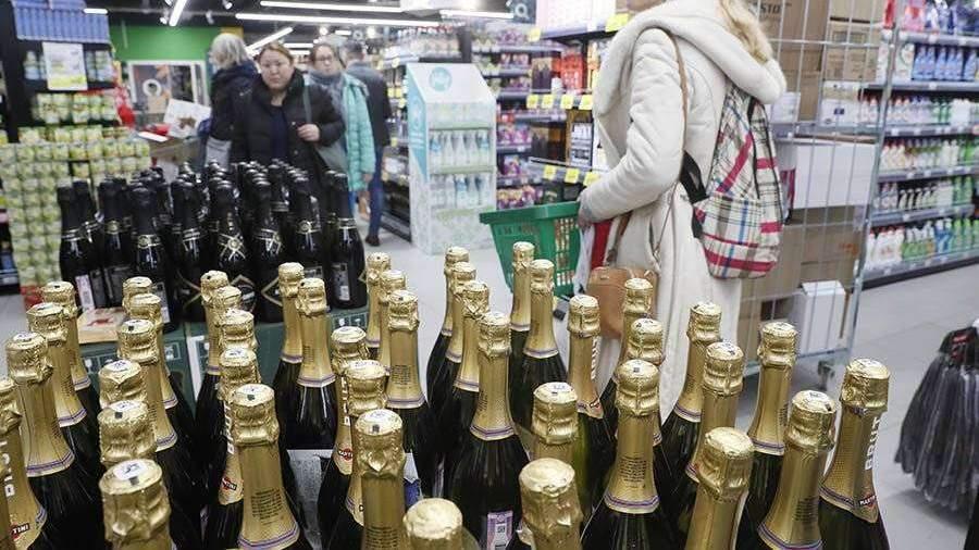 Депутат предложил разрешить продажу шампанского в ночь на Новый год