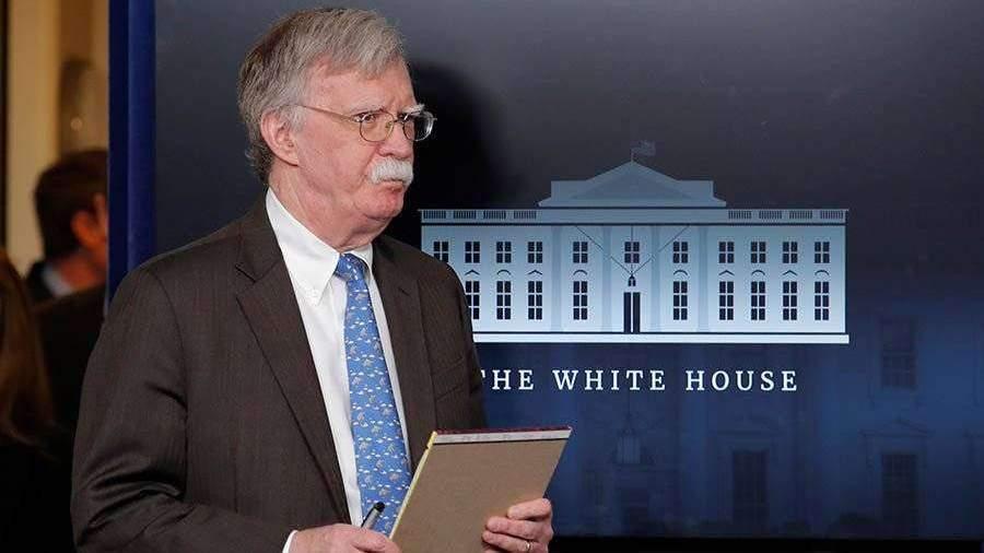 Болтон заявил о тайных переговорах генералов с Гуайдо в Венесуэле
