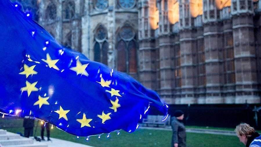 ЕК заявила о необходимости единогласного одобрения переноса Brexit
