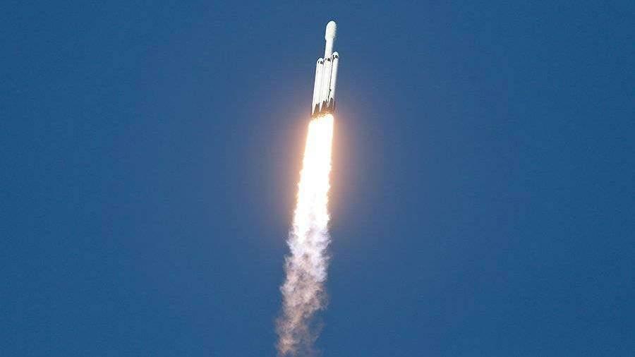 Ракета Falcon Heavy с саудовским спутником стартовала с мыса Канаверал