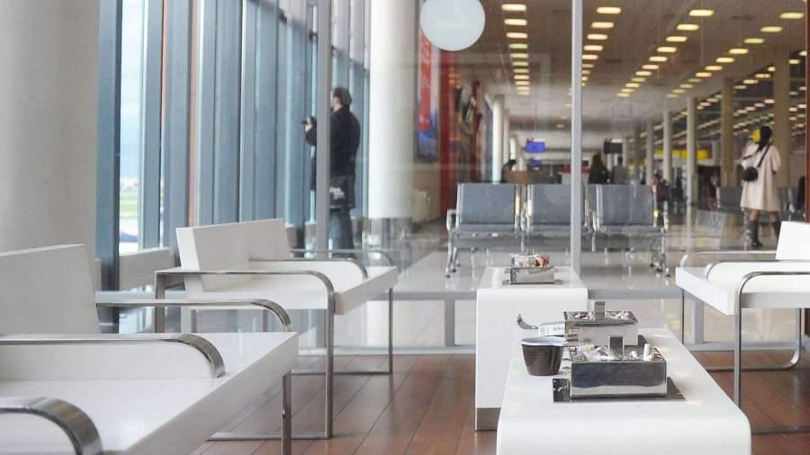 Законопроект о возвращении курилок в аэропорты прошел 1-е чтение