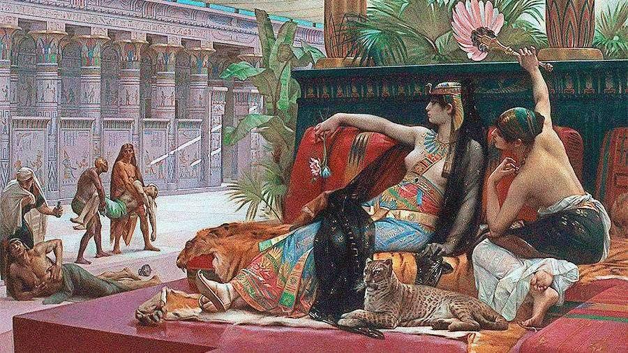 Ученые воссоздали древний парфюм египетской царицы Клеопатры