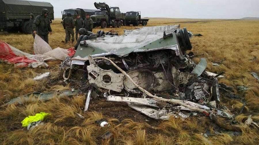 Появились фото разбившихся при десантировании боевых машин ВДВ