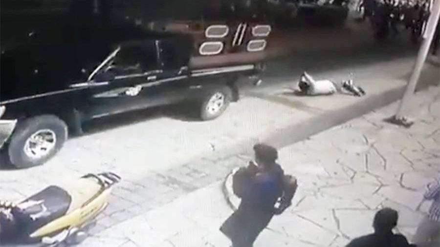 Недовольные горожане в Мексике привязали мэра к пикапу и протащили по улицам