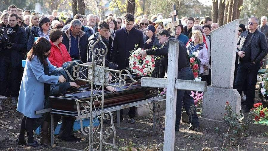Картинки по запросу Мать убитой аспирантки СПбГУ попала в больницу с похорон