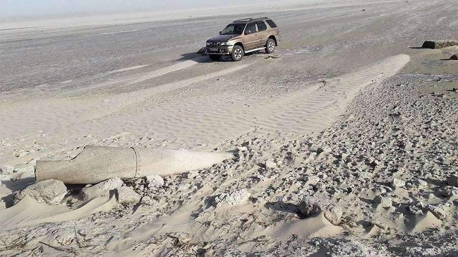 Азовское море после сильного отлива вернулось в привычные берега