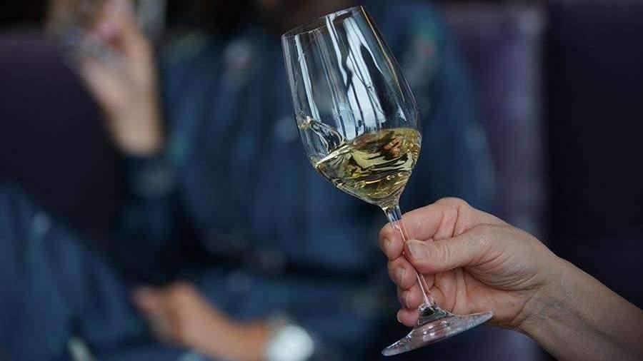 Врачи дали советы по употреблению алкоголя на корпоративах