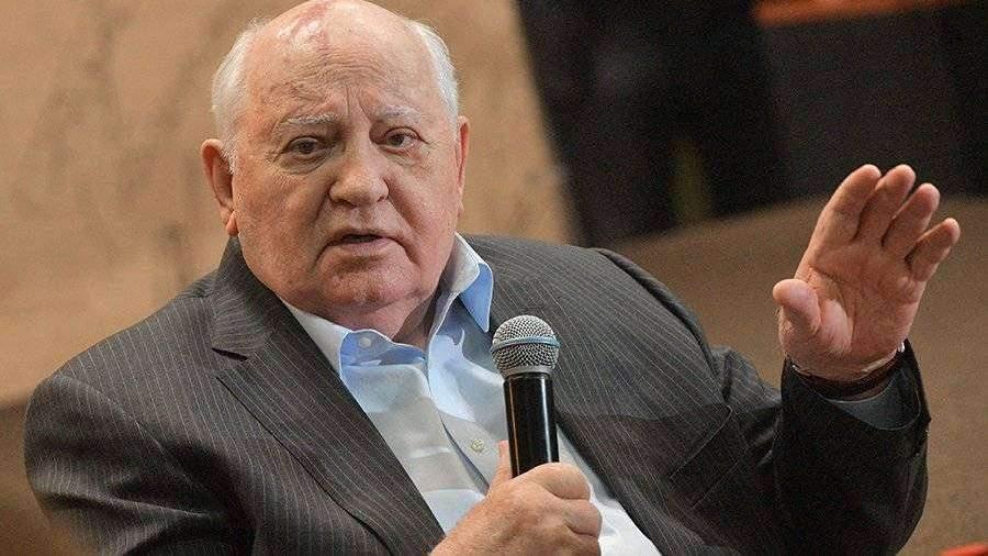 Горбачев призвал отменить длинные выходные в России