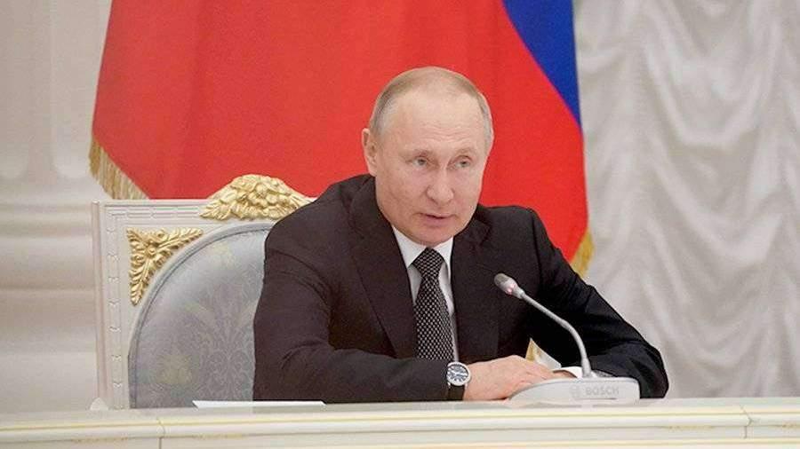 Путин поддержал идею указать в Конституции на особое отношение к детям